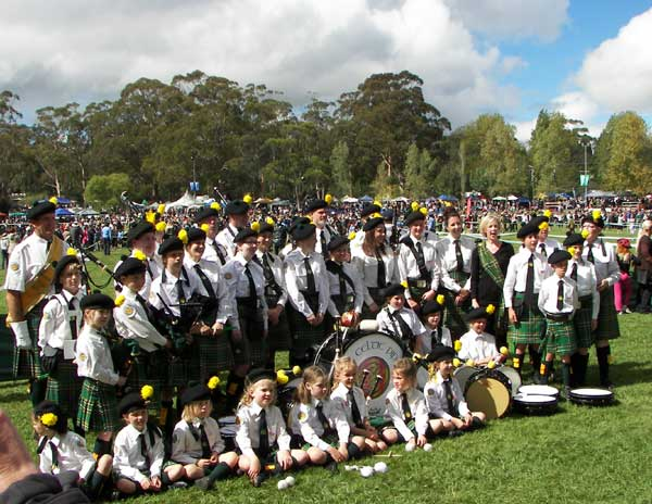 Canberra Celtic Pipe Band and a good mixture of ages
